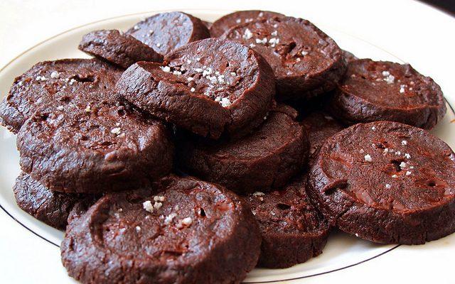 I biscotti alla cannella e cioccolato con la ricetta veloce