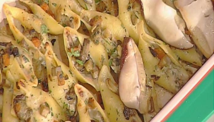 Conchiglioni con zucca e porcini: la ricetta di Anna Moroni