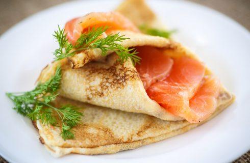 La ricetta delle crepes con salmone e zucchine