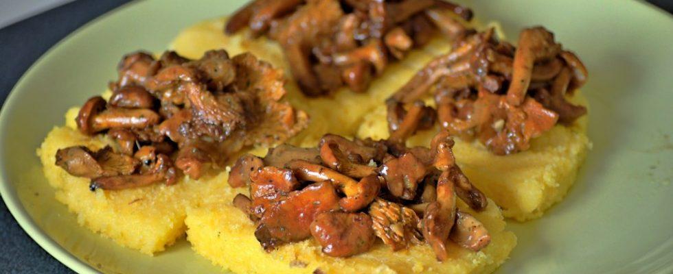 Come fare i crostini di polenta con funghi: ecco la ricetta