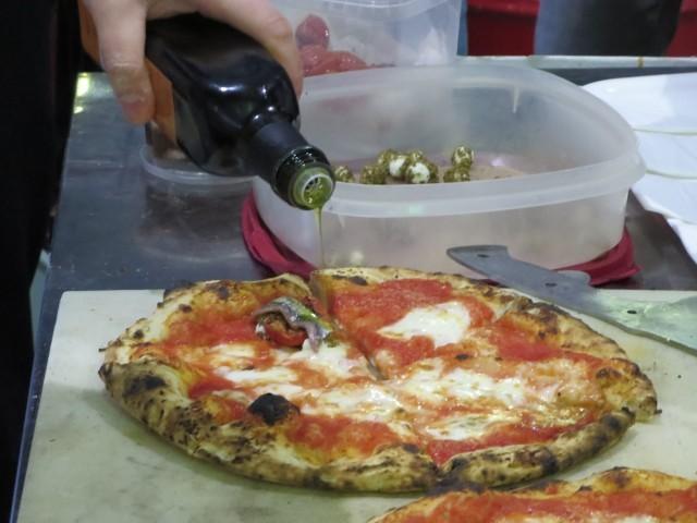 finale matteo moretti pizza con acciughe, sfere di ricotta, aria di basilico-min