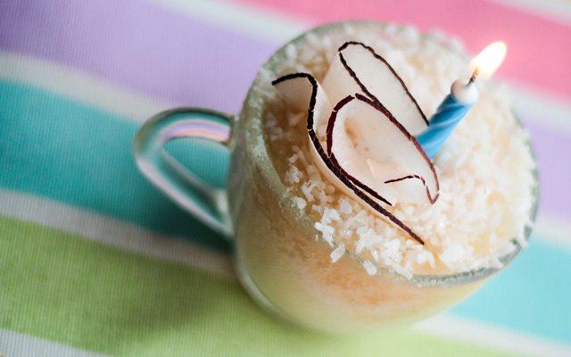 La mug cake al cioccolato bianco per una merenda golosa