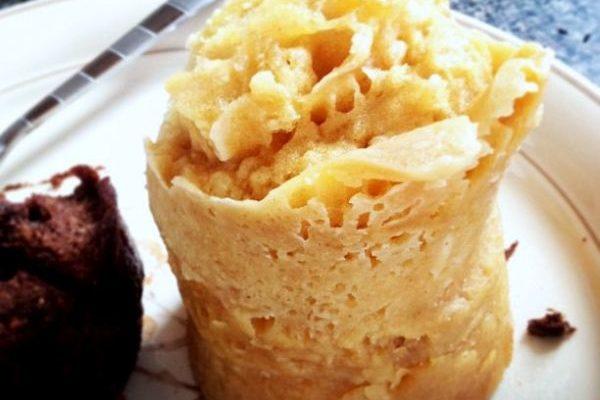 La mug cake light alle mele con la ricetta veloce