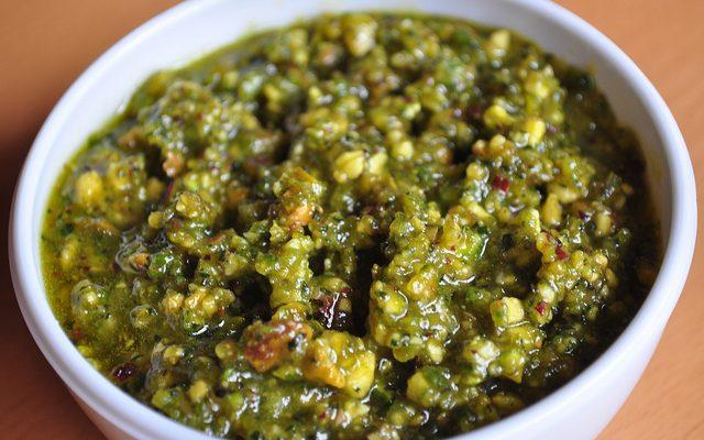 Il pesto di pistacchi e mandorle con la ricetta sfiziosa