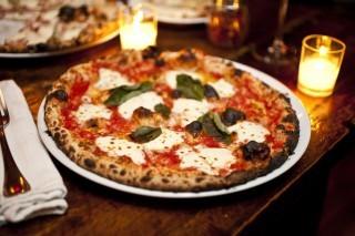 La Città della Pizza e i suoi protagonisti: pizza napoletana e pizza fritta