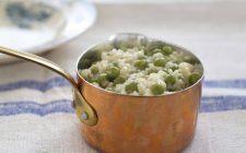 Il riso in brodo con piselli: ecco la ricetta per le sere fredde