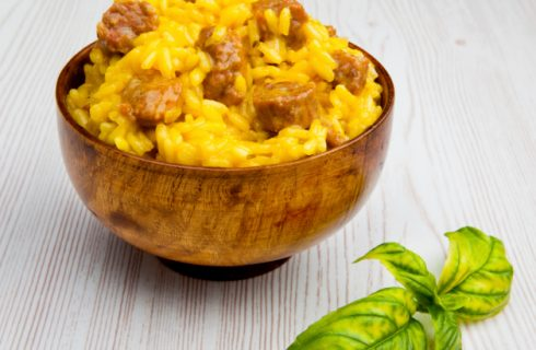 La ricetta del risotto allo zafferano e salsiccia da fare in casa