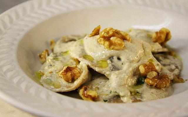 La salsa di noci per pasta con la ricetta senza panna