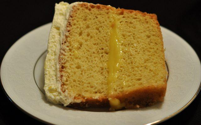 Come preparare la torta paradiso con crema al limone