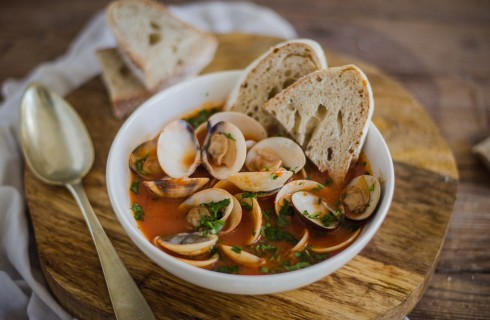 Zuppa di vongole e pomodoro