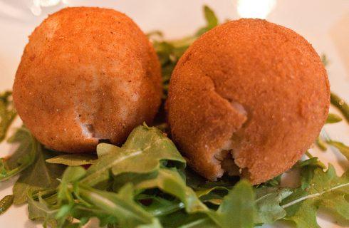 Gli arancini al pistacchio con la ricetta siciliana