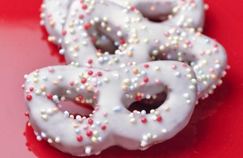 I biscotti di Carnevale: ecco la ricetta colorata