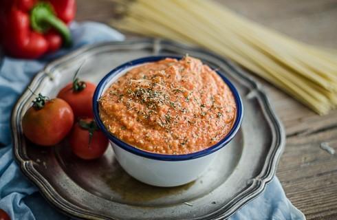 Pesto calabrese: pomodori, peperoni e ricotta