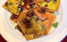 I ravioli con crema di zucca e noci per un primo appagante