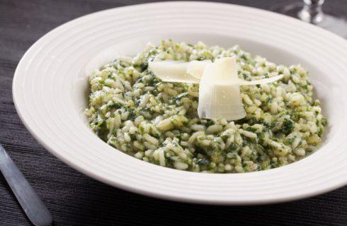 Il riso con spinaci e panna per un primo cremoso