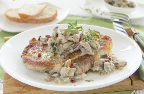 Le scaloppine di lonza con funghi e panna per un secondo delizioso