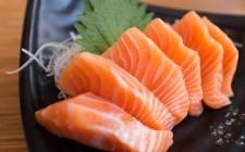 Pesce crudo: i rischi a cui fare attenzione