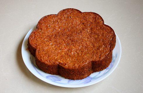 La torta di farro e carote per un dolce sano