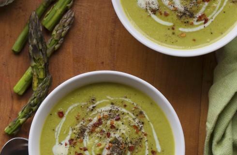 Zuppa di asparagi e panna acida
