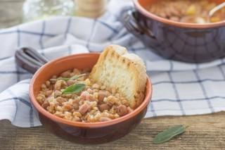 Zuppa di farro, borlotti e pancetta