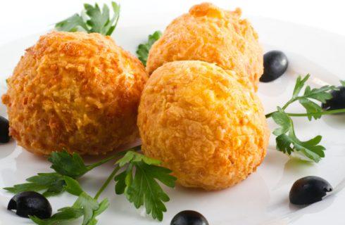 Gli arancini di riso e patate con la ricetta gustosa