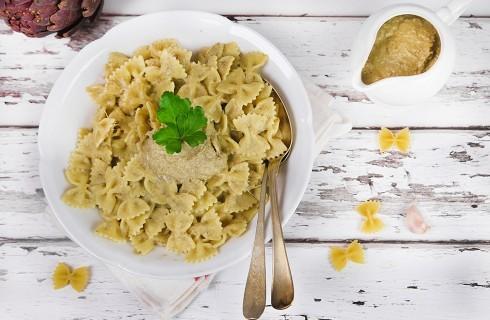 Pasta con crema di carciofi vegetariana