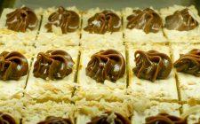 La millefoglie alla crema pasticcera e cioccolato fondente per il dolce di fine pasto