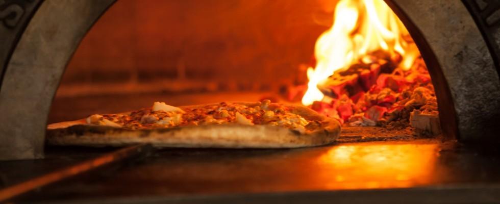 Pizza il forno a legna davvero il migliore agrodolce - Temperatura forno a legna pizza ...