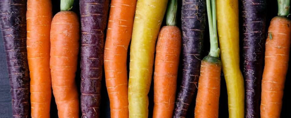 Un arcobaleno nel piatto: i colori insoliti del cibo