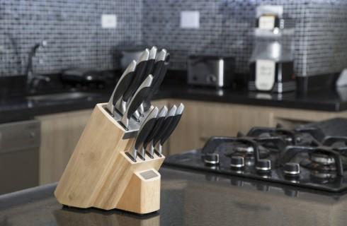 I 9 COLTELLI che non dovrebbero mai mancare in cucina