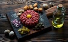 Al sangue: i rischi della carne cruda