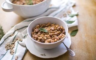Zuppa di orzo, fagioli e pancetta