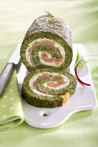 Rotolo di spinaci, formaggio fresco e salmone