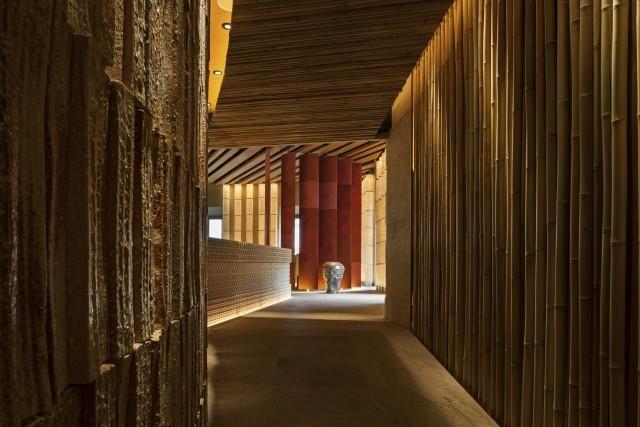 02- ZUMA Rome- Entrance Tohiki ceramic brics and bamboo 4th floor-min