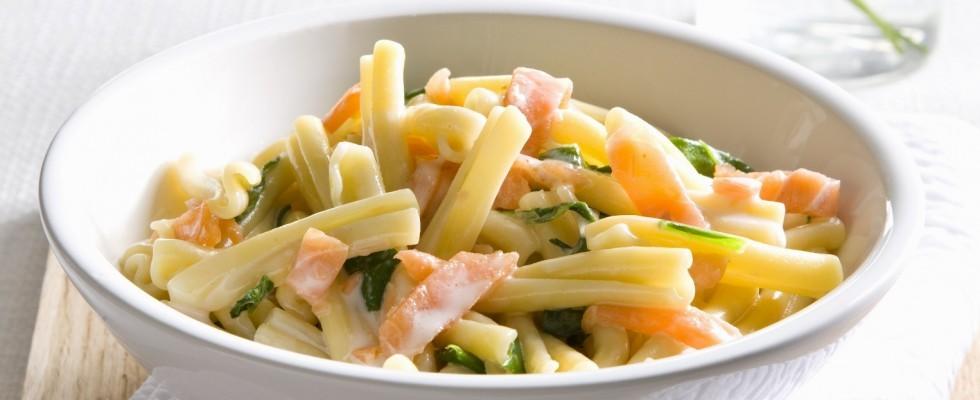 Pasta con zucchine e salmone