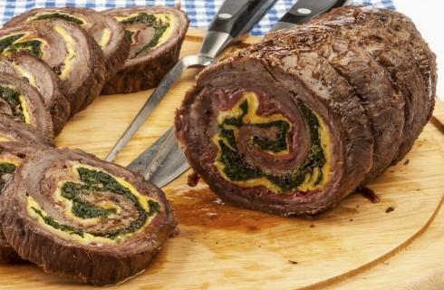 Arrotolato di carne, frittata e pancetta