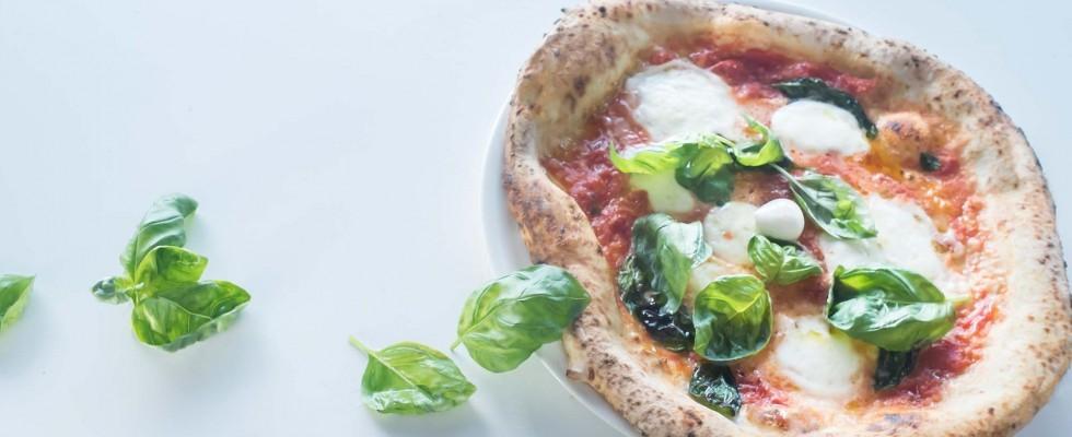 8 milioni di pizze sfornate ogni giorno: perché gli italiani amano la pizza