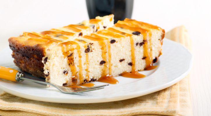 La cheesecake alla ricotta e gocce di cioccolato per il dessert di fine pasto