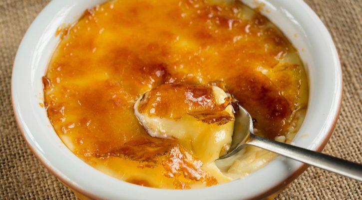 La crema catalana all'arancia per il dessert di fine pasto