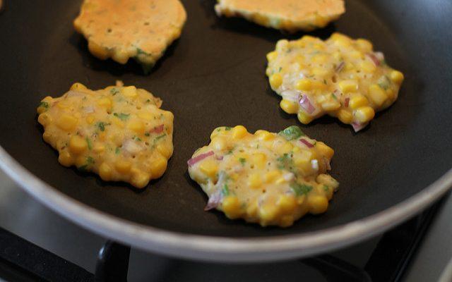 Le frittelle di mais e pancetta con la ricetta rustica