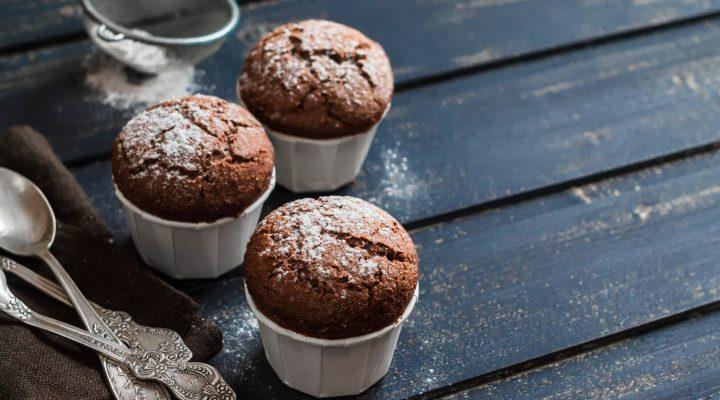 I muffin alla ricotta e cioccolato fondente con la ricetta veloce