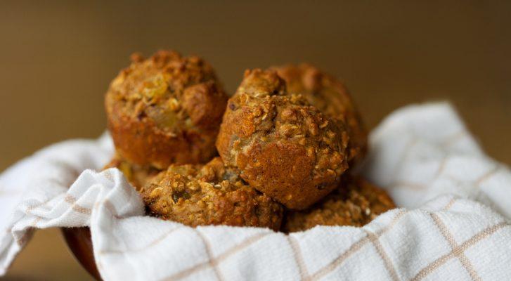 I muffin integrali salati perfetti per l'aperitivo