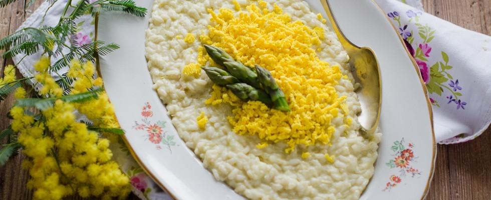 Risotto mimosa, uova e asparagi