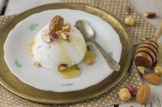Semifreddo al torroncino: mandorle, nocciole e pistacchi