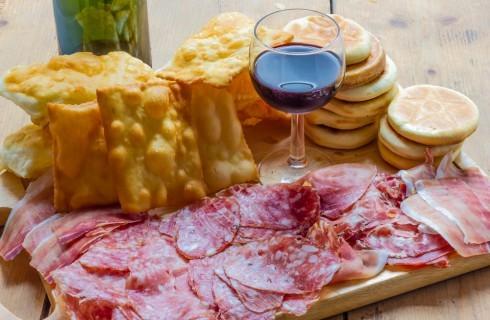 Bologna: 5 locali per mangiare tigelle e gnocco fritto