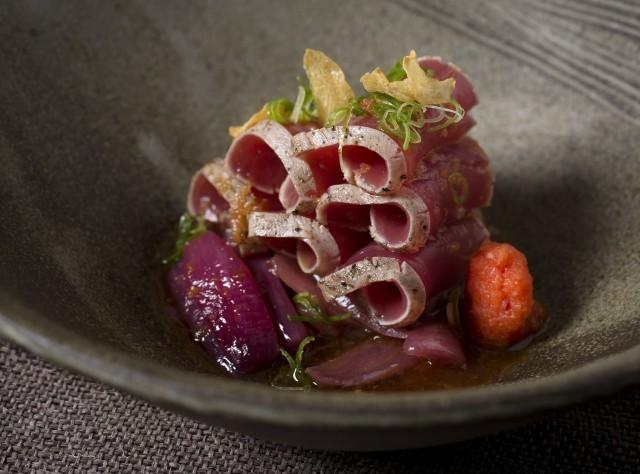 sliced seared tuna with chilli daikon and ponzu sauce - magura no sashimi-min