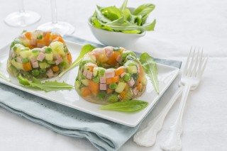Aspic salato con prosciutto e verdure