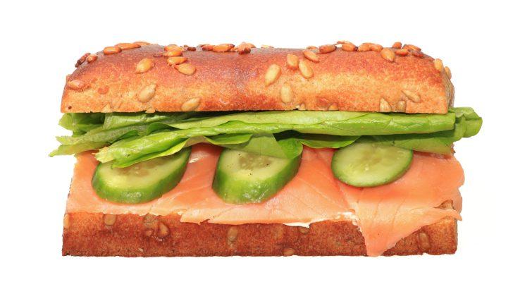 Il panino al salmone affumicato perfetto per la pausa pranzo