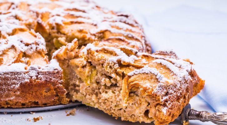 La torta di grano saraceno mele e noci perfetta per la colazione
