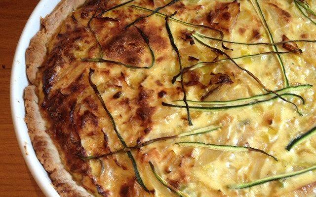 La torta salata con zucchine e speck, la ricetta gustosa